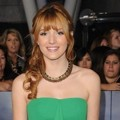 Bella Thorne di Black Carpet Premiere 'Breaking Dawn 2'