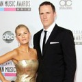 Elisha Cuthbert dan Dion Phaneuf di Red Carpet AMAs 2012