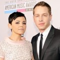 Ginnifer Goodwin dan Josh Dallas di Red Carpet AMAs 2012