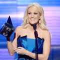 Carrie Underwood Terima Piala Favorite Country Music Album