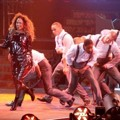 Aksi Spektakuler Jennifer Lopez di Konser 'Dance Again World Tour'
