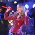Taylor Swift Tampil di Konser Dick Clark's New Years Rockin' Eve