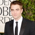Robert Pattinson di Red Carpet Golden Globe Awards 2013