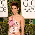 Halle Berry di Red Carpet Golden Globe Awards 2013