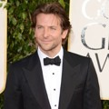 Bradley Cooper di Red Carpet Golden Globe Awards 2013