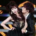 Aksi Duet Trouble Maker di Panggung Golden Disk Awards 2013