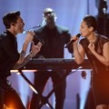 Penampilan Adam Levine dan Alicia Keys di Grammy Awards 2013