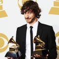 Gotye Raih Piala Best Pop Duo/Group Performance