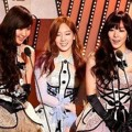 Taetiseo Terima Piala Album of The Year Kuartal 2