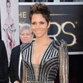 Halle Berry di Red Carpet Oscar 2013