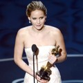 Jennifer Lawrence Raih Piala Best Actress in a Leading Role