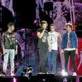 One Direction Meriahkan Panggung Konser