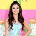 Selena Gomez di Orange Carpet Kids Choice Awards 2013