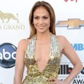 Jennifer Lopez di Blue Carpet Billboard Music Awards 2013