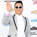 PSY di Blue Carpet Billboard Music Awards 2013