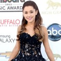 Ariana Grande di Blue Carpet Billboard Music Awards 2013