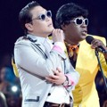 PSY dan Tracy Morgan di Billboard Music Awards 2013
