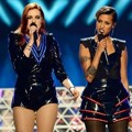 Aksi Icona Pop di Panggung Billboard Music Awards 2013