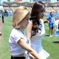 Sunny dan Tiffany Girls' Generation Tiba di Dodger Stadium