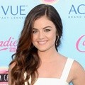 Lucy Hale Hadir di Teen Choice Awards 2013