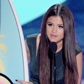 Selena Gomez Menangi Choice Break-Up Song