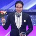 Jung Woong In Raih Piala Top Excellence Actor