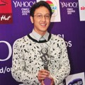Dimas Anggara Raih Piala Most Stylish Male 'Yahoo OMG! Awards 2013'