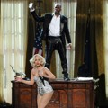Duet Lady GaGa dan R. Kelly Nyanyikan Lagu 'Do What U Want'