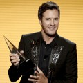 Luke Bryan Raih Piala Favorite Male Artist - Country