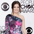 Lucy Hale di Red Carpet People's Choice Awards 2014