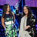 Sandra Bullock dan Melissa McCarthy Wakili Film 'The Heat' Raih Piala  Favorite Comedic Movie award