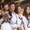 f(x) Raih Piala Records of the Year