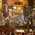Kolaborasi Keith Urban dan Gary Clark Jr. di Grammy Awards 2014