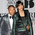 Pharrell Williams dan Helen Lasichanh di Red Carpet BRIT Awards 2014
