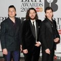 Arctic Monkeys di Red Carpet BRIT Awards 2014