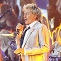 Rod Stewart Nyanyikan Lagu 'Rhythm of My Heart'