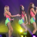 Sistar Nyanyikan Lagu 'Touch My Body'