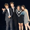 Chen, Henry, Luna dan Wendy Bawakan Lagu 'That's What Friends Are For'