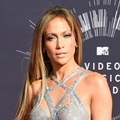 Jennifer Lopez di Red Carpet MTV Video Music Awards 2014