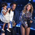 Beyonce Knowles Ditemani Jay-Z dan Blue Ivy Raih Piala Video Vanguard Award
