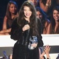 Lorde Raih Piala Best Rock Video