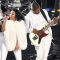 Kolaborasi Nicki Minaj dan Usher di MTV Video Music Awards 2014