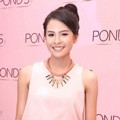 Maudy Ayunda dalam Acara White Beauty Journey Pond's