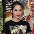 Laura Basuki Hadiri Gala Premier 'Haji Backpacker'