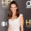 Hilary Swank di Red Carpet Hollywood Film Awards 2014
