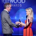 Reese Witherspoon Berikan Piala Hollywood Breakthrough Director Award pada Jean-Marc Vallee