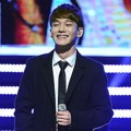Chen EXO Tampil Nyanyikan Lagu 'Best Luck' di APAN Star Awards 2014