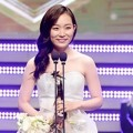 Kim Seul Gi Raih Piala Female Rookie Award