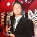 Christian Sugiono Raih Piala Sexiest Male Celebrity