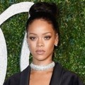 Rihanna Hadir di British Fashion Awards 2014